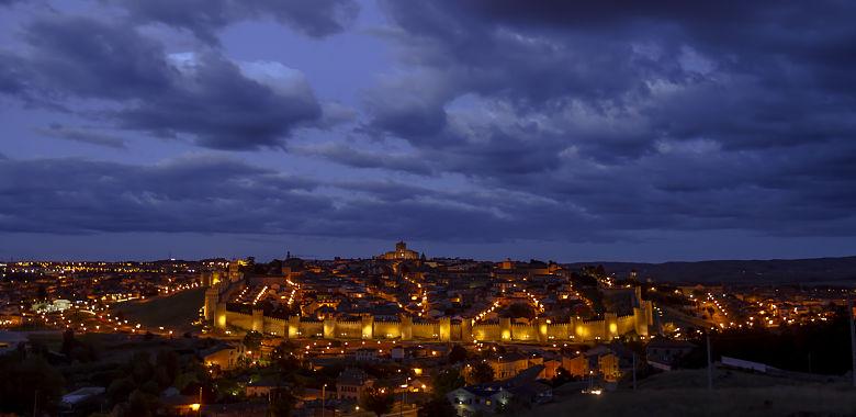 Panorámica nocturna. Ávila