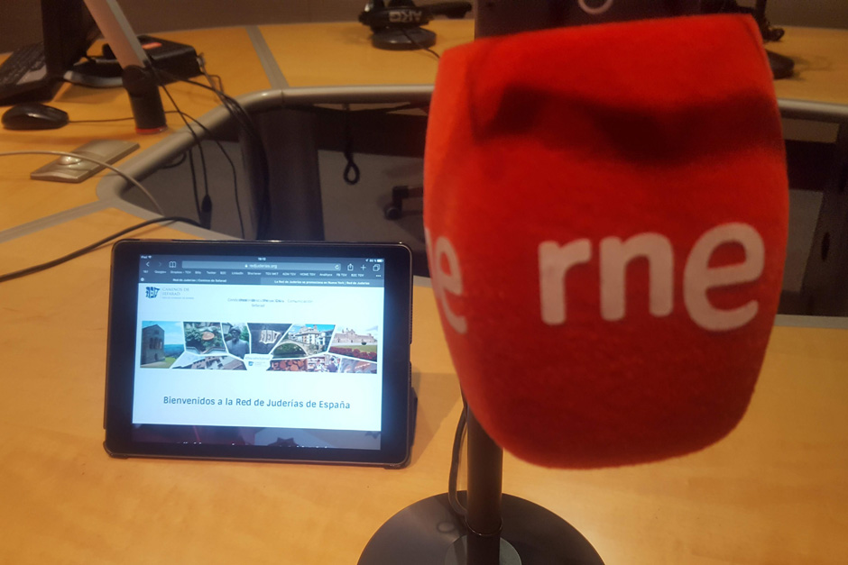 """""""Salimos por el mundo"""", el programa de Radio Exterior – Radio Nacional de España dirigido por Mavi Aldana, dedicó un monográfico a la Red de Juderías"""