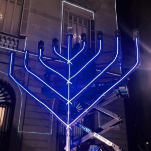 El lunes 23 de diciembre a las 18.30 horas tendrá lugar el segundo día del encendido de luces de Janucá en la plaza de Sant Jaume.
